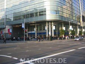 MacWorld 2008 - Schlange am Moscone West