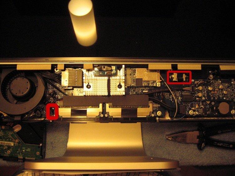 Display-Kabel beim Alu-iMac