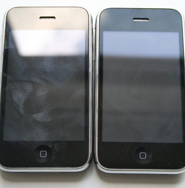 iPhone 3G (links) und iPhone 3GS (rechts)