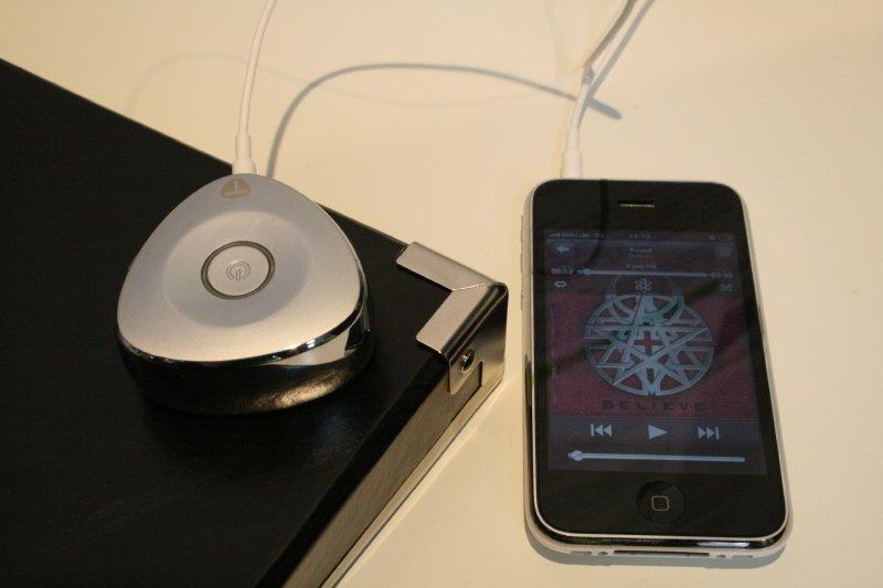 Tunebug Vibe auf Klangschachtel an iPhone angeschlossen