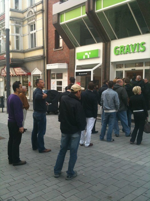 Gravis - Schlange in Essen bei iPad-Start