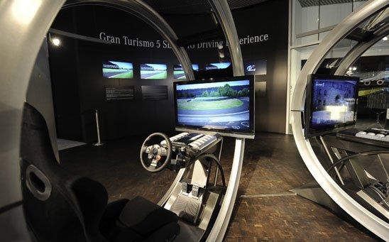 Gran Turismo 5: Spezielle Rennsimulatoren im Mercedes-Benz Museum