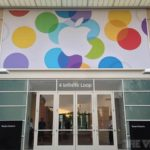 Eingang zum 4 Infinite Loop am Apple Campus in Cupertino