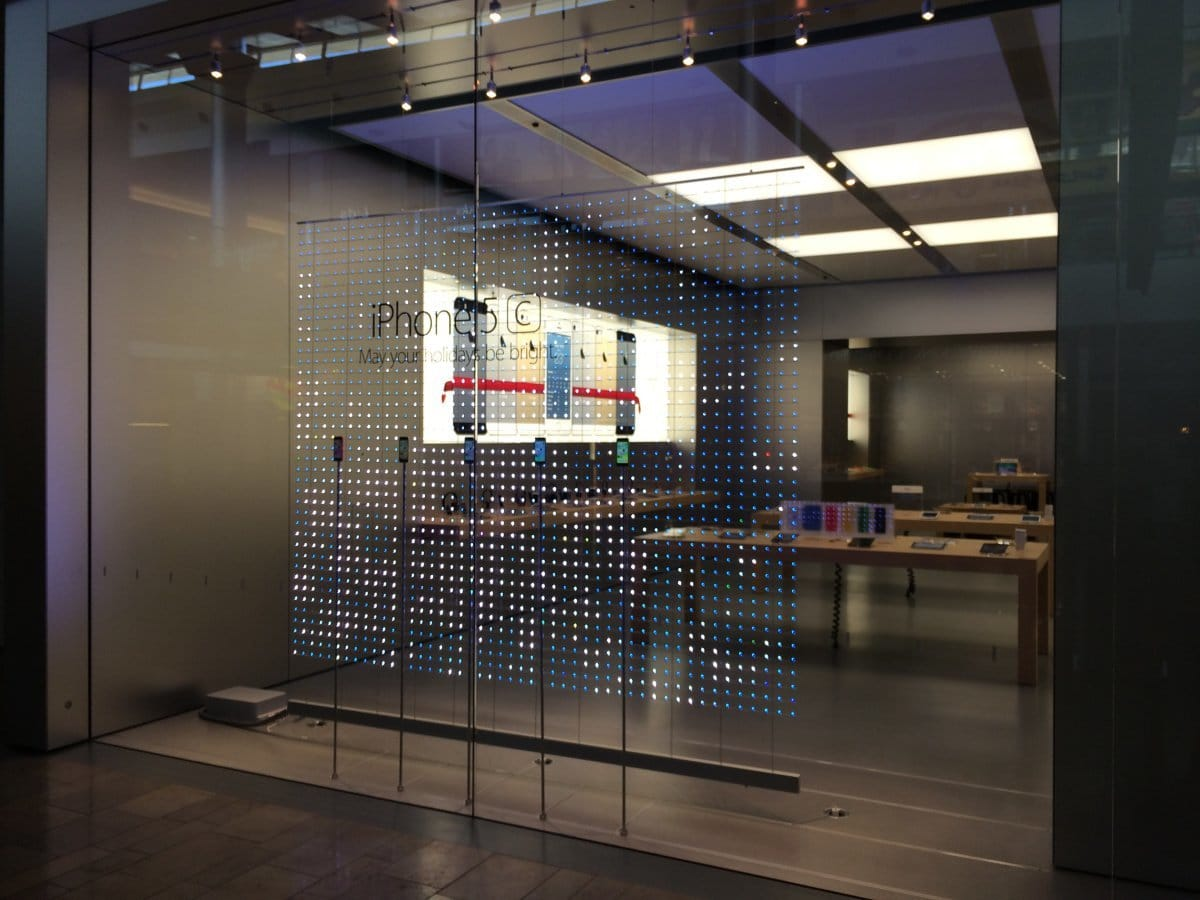 Fenster vor Apple Stores mit speziellem LED-Weihnachtsdesign