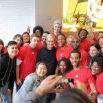 Apple Store in Georgetown - Mitarbeiter mit Tim Cook