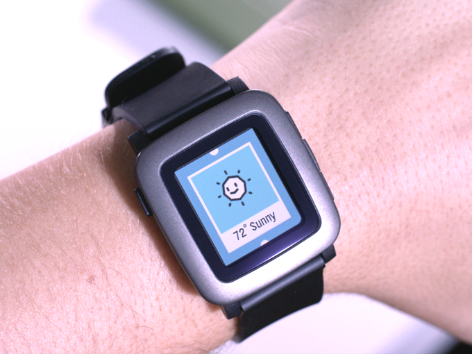 Pebble Time: Neue Smartwatch in Farbe auf Kickstarter