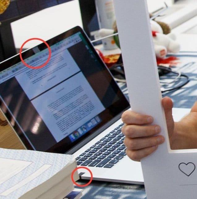 Das MacBook Pro von Mark Zuckerberg in Großaufnahme.