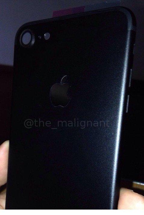 iPhone 7 in Spaceblack - mögliche Rückseite, Bild: @the_malignant