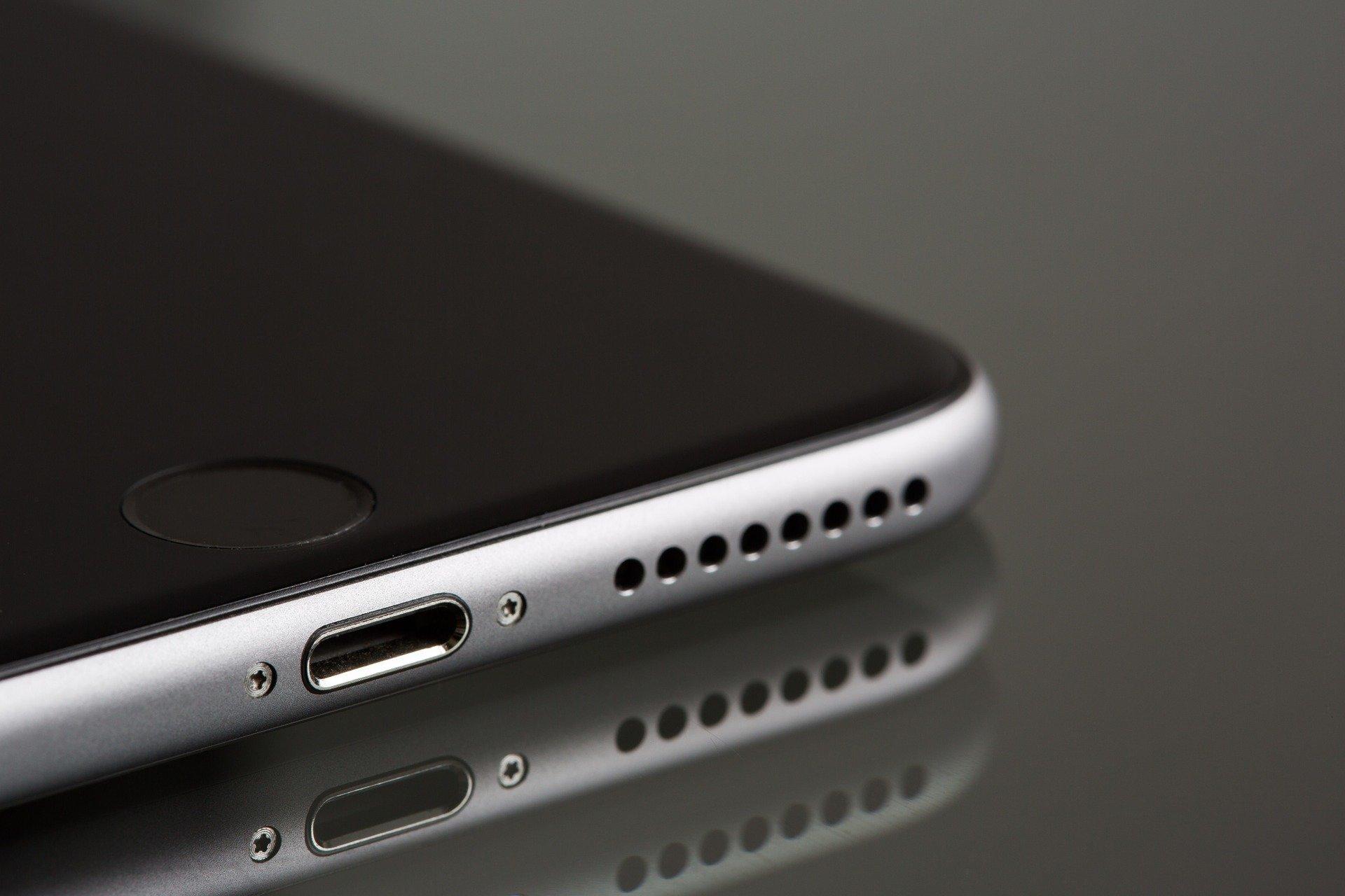 iPhone 6 schwarz (Touch ID und Lightning)