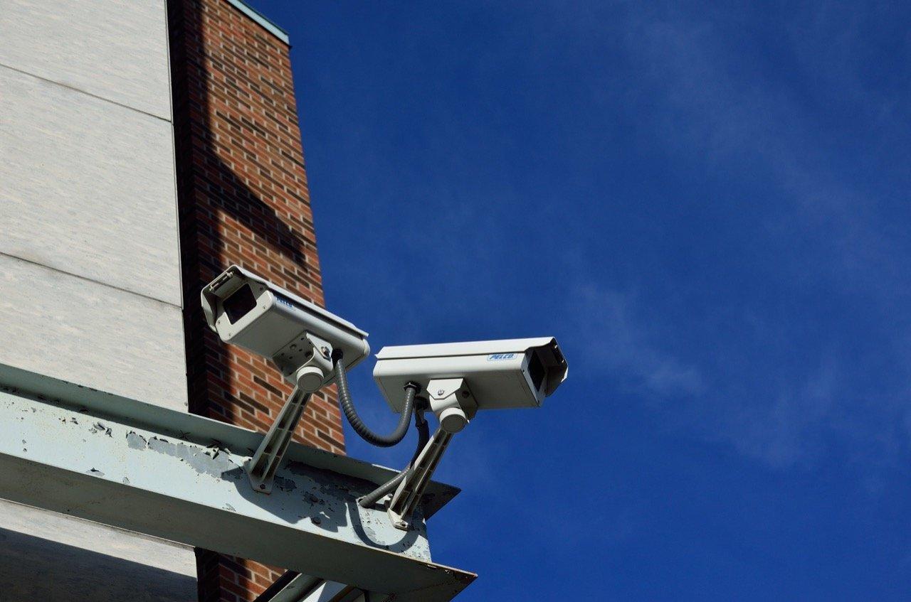 Sicherheit - Überwachungskameras (zwei)
