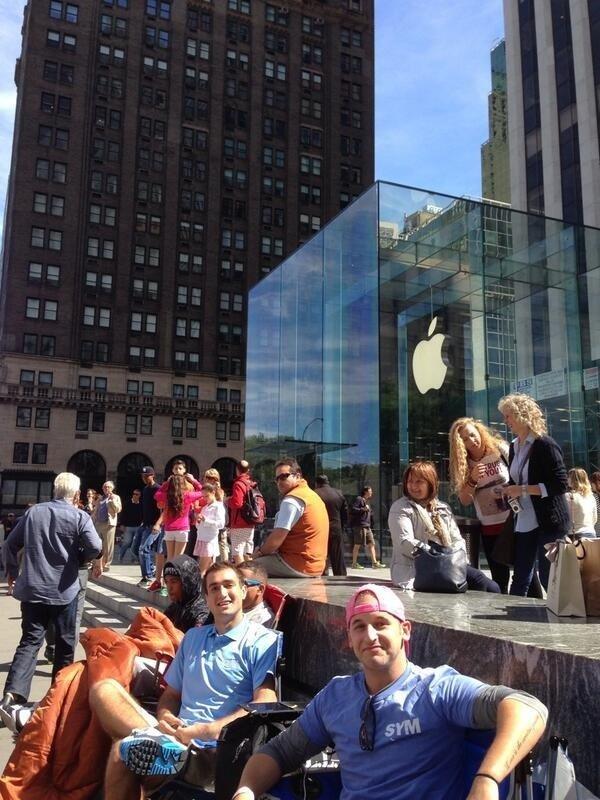 Leute kampieren wegen iPhone 5S vor Apple Store in Fifth Avenue