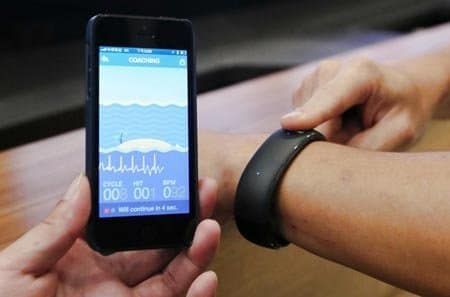 Foxconn-SmartWatch in Verbindung mit Apples iPhone, Foto: Lu Chia-ching
