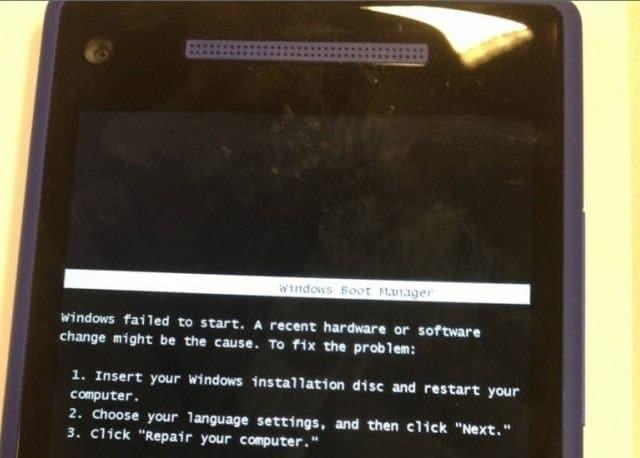 HTC 8X: Windows Phone fordert Einlegen der Windows-CD