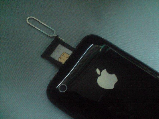 iPhone 3G: Auswurf der Sim-Karte, Foto: Luke2511