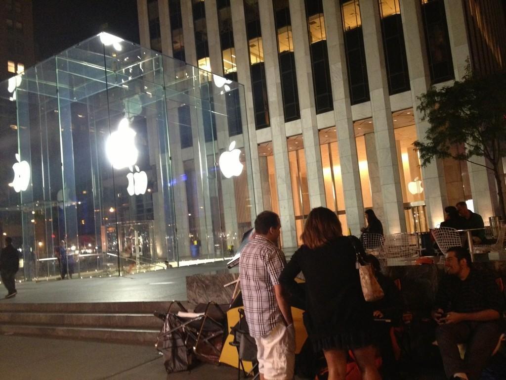 Warteschlange vor dem Apple Store New York