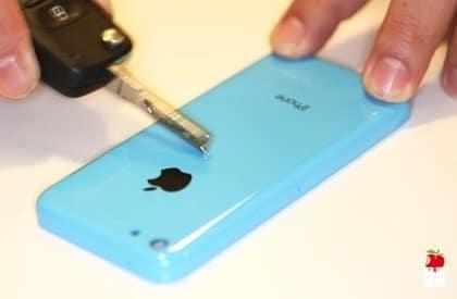 iPhone 5C: Rückseite mit Stift zerkratzt, Foto: Apple Daily