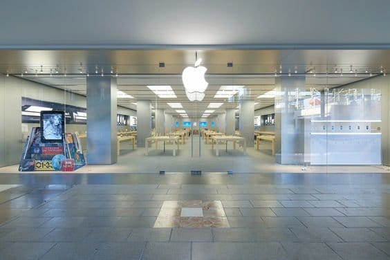 Apple Store Nummer 1 in Barcelona, im Einkaufsviertel La Maquinista, Foto: Apple